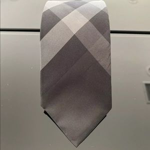100% authentic Burberry tie